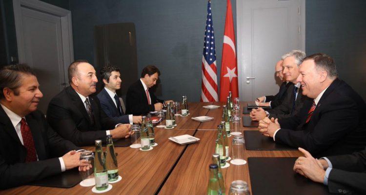 Συναντήθηκαν Cavusoglu-Pompeo πριν τη Διάσκεψη του Βερολίνου