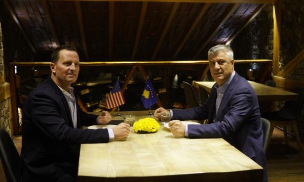 Ο Richard Grenell προτρέπει το Κοσσυφοπέδιο να αναστείλει τους δασμούς, να επαναλάβει το διάλογο με τη Σερβία