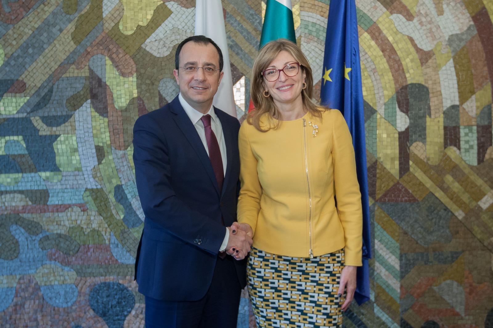 Την ενίσχυση των διμερών σχέσεων συζήτησαν Χριστοδουλίδης-Zaharieva