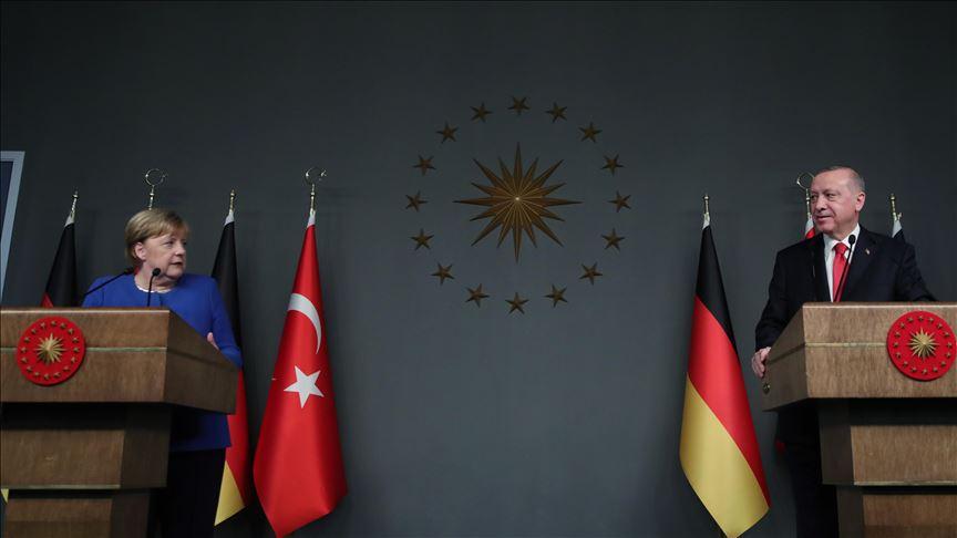 Η Merkel στην Κωνσταντινούπολη κάλεσε τον Erdogan να βελτιώσει τις σχέσεις με την Ελλάδα και την Κύπρο