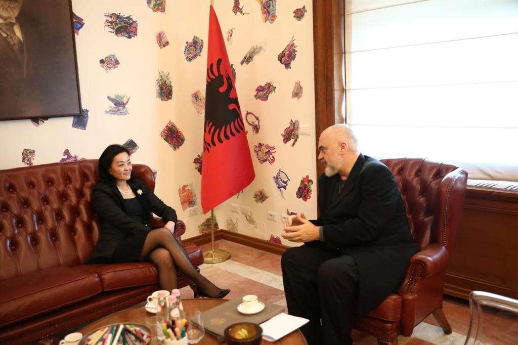 Αλβανία: Συνάντηση Rama με την Αμερικανίδα Πρέσβη