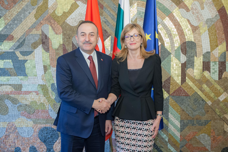 Την εμβάθυνση της διμερούς τους συνεργασίας συζήτησαν Zaharieva-Cavusoglu στη Σόφια