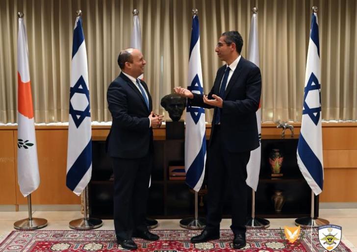 Κύπρος: Τις εξελίξεις στην περιοχή συζήτησαν οι Υπουργοί Άμυνας Κύπρου-Ισραήλ