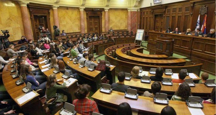 Σερβία: Η μείωση του κατώτατου ορίου αλλάζει τη δύναμη των κομμάτων στη Βουλή