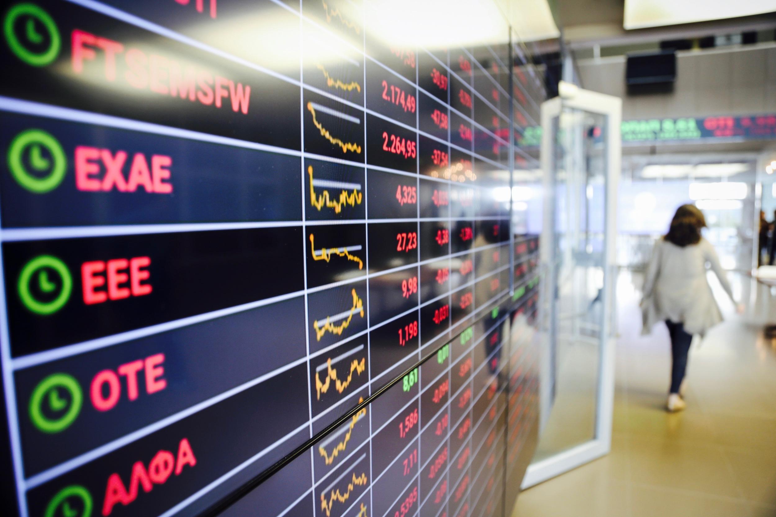 Ελλάδα: Σε ελεύθερη πτώση το ελληνικό Χρηματιστήριο λόγω κορoναϊού