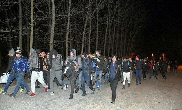 Τουρκία: Ομάδες προσφύγων-μεταναστών κατευθύνονται προς τα ελληνικά σύνορα