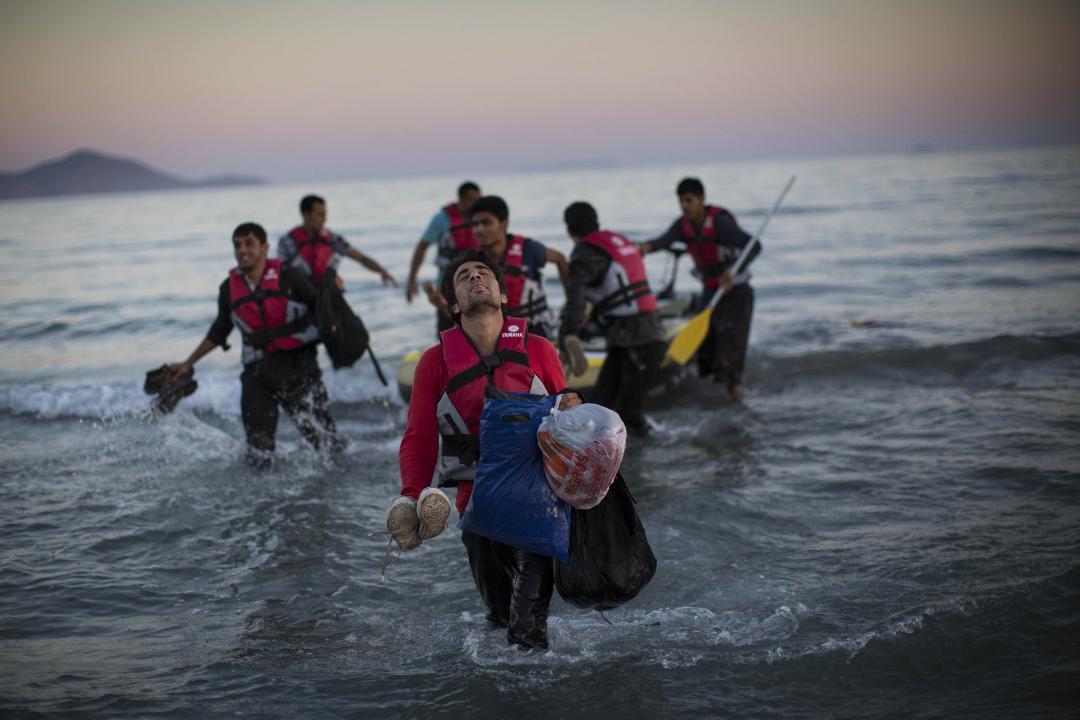 """Ελλάδα: Αναζητείται λύση για το προσφυγικό μετά τον """"πόλεμο"""" στα νησιά- Στην Σάμο μεταβαίνει ο Μητσοτάκης"""