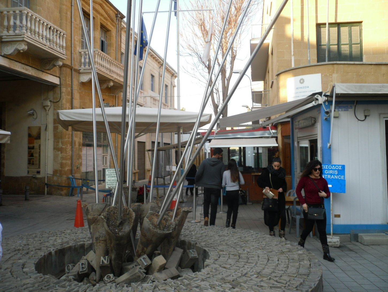 Κύπρος: Συνεχίζεται η προσωρινή αναστολή της διέλευσης από τα οδοφράγματα