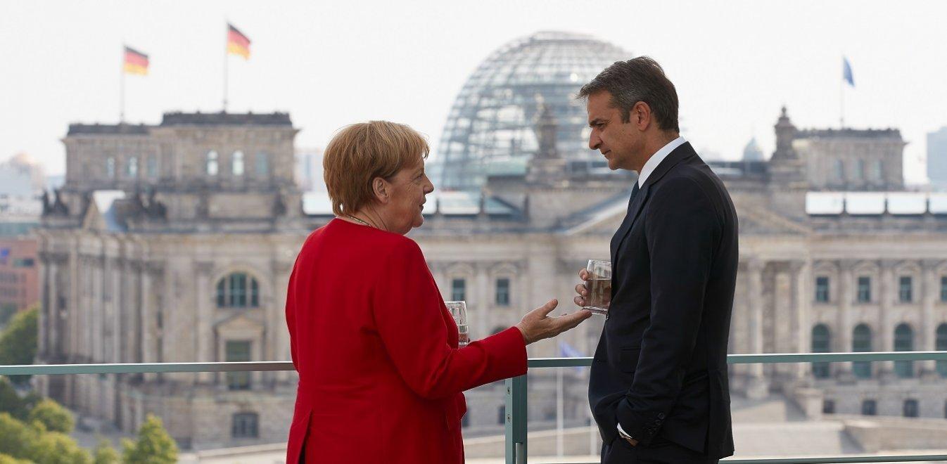 ΣΥΡΙΖΑ: Με ευχολόγια φεύγει ο Μητσοτάκης από τη Merkel