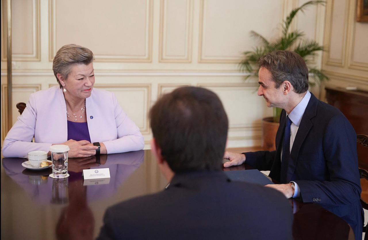 Ελλάδα: Συνάντηση Μητσοτάκη με την Επίτροπο Εσωτερικών Johansson