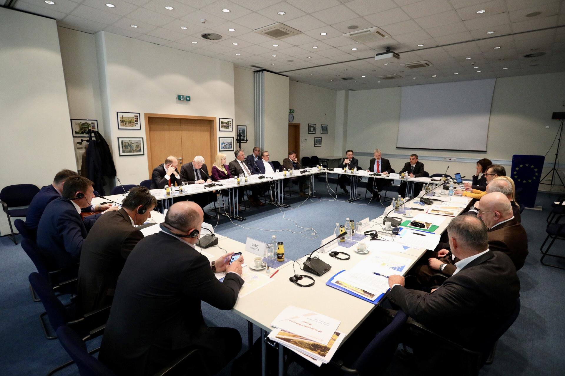 Β-Ε: Η ΕΕ συνεχίζει να στηρίζει την κατασκευή του Διαδρόμου 5c