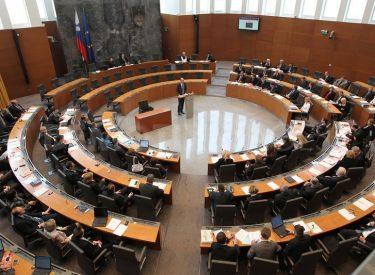 Η κυβέρνηση της Σλοβενίας υιοθέτησε πακέτο στήριξης της οικονομίας ύψους 3 δισ. ευρώ