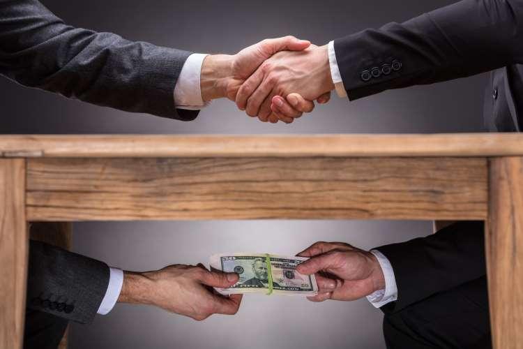 Διεθνείς οργανισμοί στη Β-Ε καλούν τα θεσμικά όργανα να καταπολεμήσουν τη διαφθορά