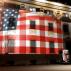 Αλβανία: Η Αμερικανική σημαία κάλυψε το Δημαρχείο Τιράνων ως έκφραση αλληλεγγύης