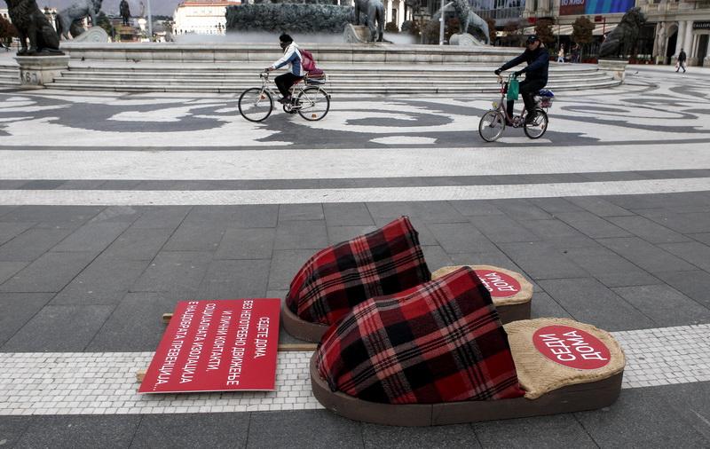 Βόρεια Μακεδονία: «Φορέστε παντόφλες και καθίστε στο σπίτι»