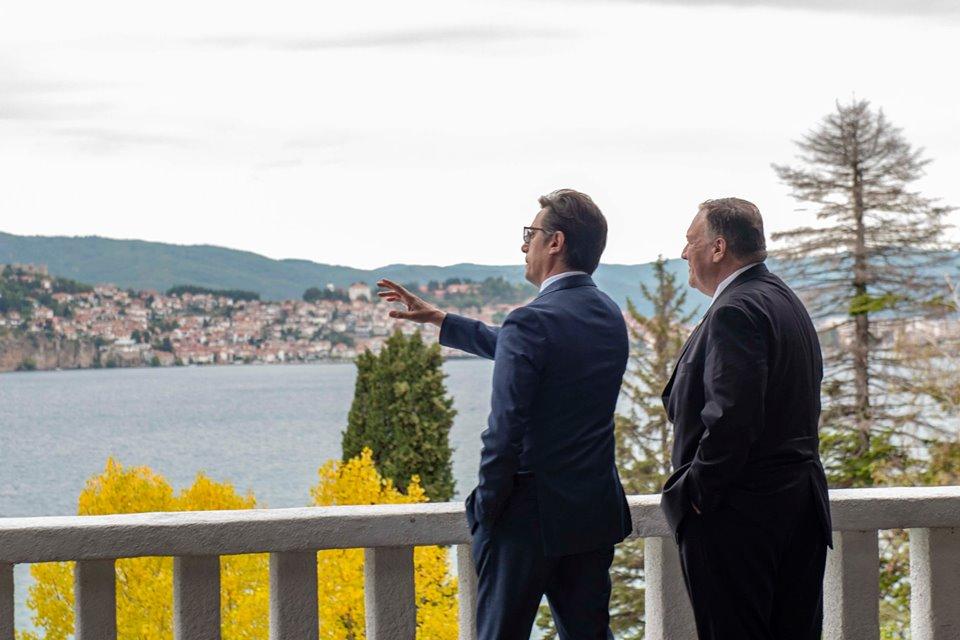 Βόρεια Μακεδονία: Επικοινωνία Pendarovski-Pompeo