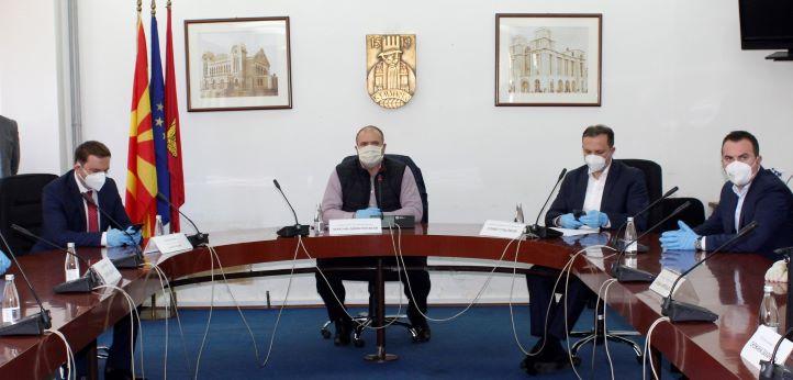 Βόρεια Μακεδονία: Αρνητικοί στα δεύτερα δείγματα Πρωθυπουργός και Υπουργός Υγείας
