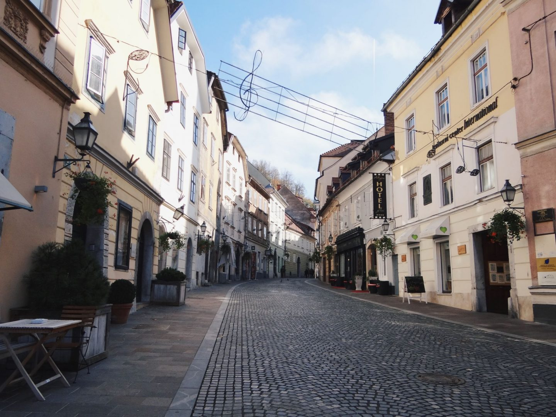 Η Σλοβενία κάνει τα πρώτα βήματα προς την ομαλότητα με το σταδιακό άνοιγμα καταστημάτων και σχολείων