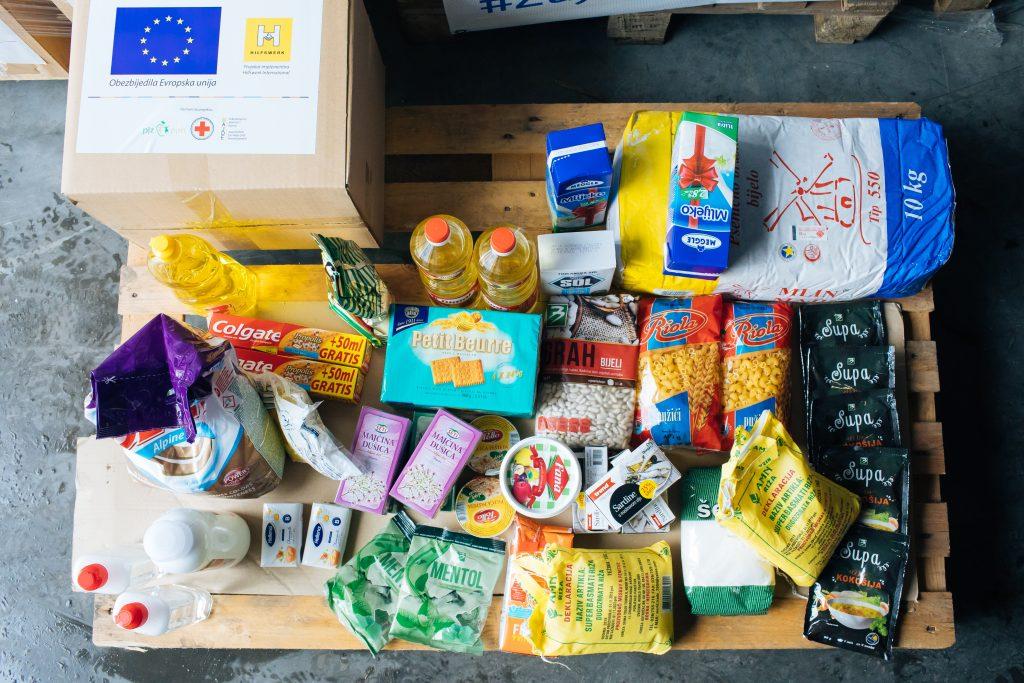 Β-Ε: Παράδοση πακέτων φροντίδας από την ΕΕ σε κοινωνικά ευάλωτες οικογένειες