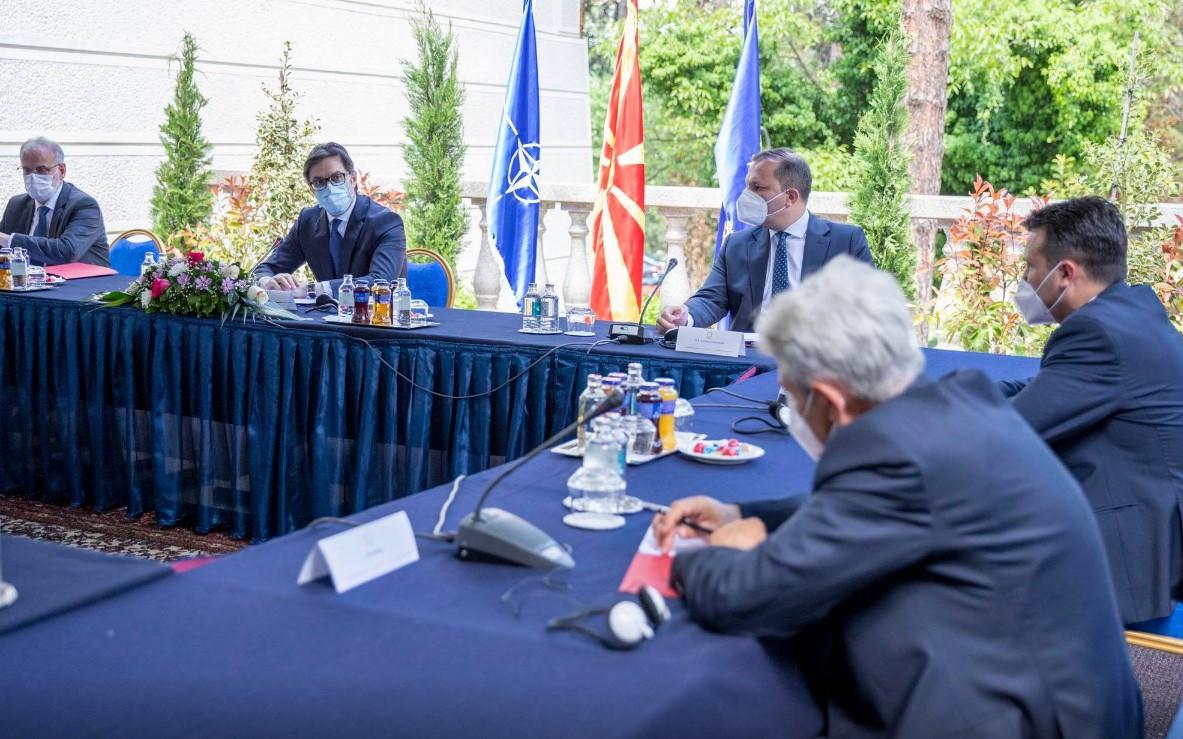 Βόρεια Μακεδονία: Χωρίς απόφαση για την ημερομηνία των εκλογών η συνάντηση των πολιτικών αρχηγών