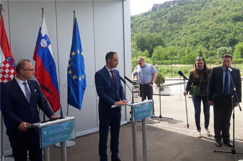 Συνάντηση των ΥΠΕΞ Κροατίας και Σλοβενίας στα σύνορα