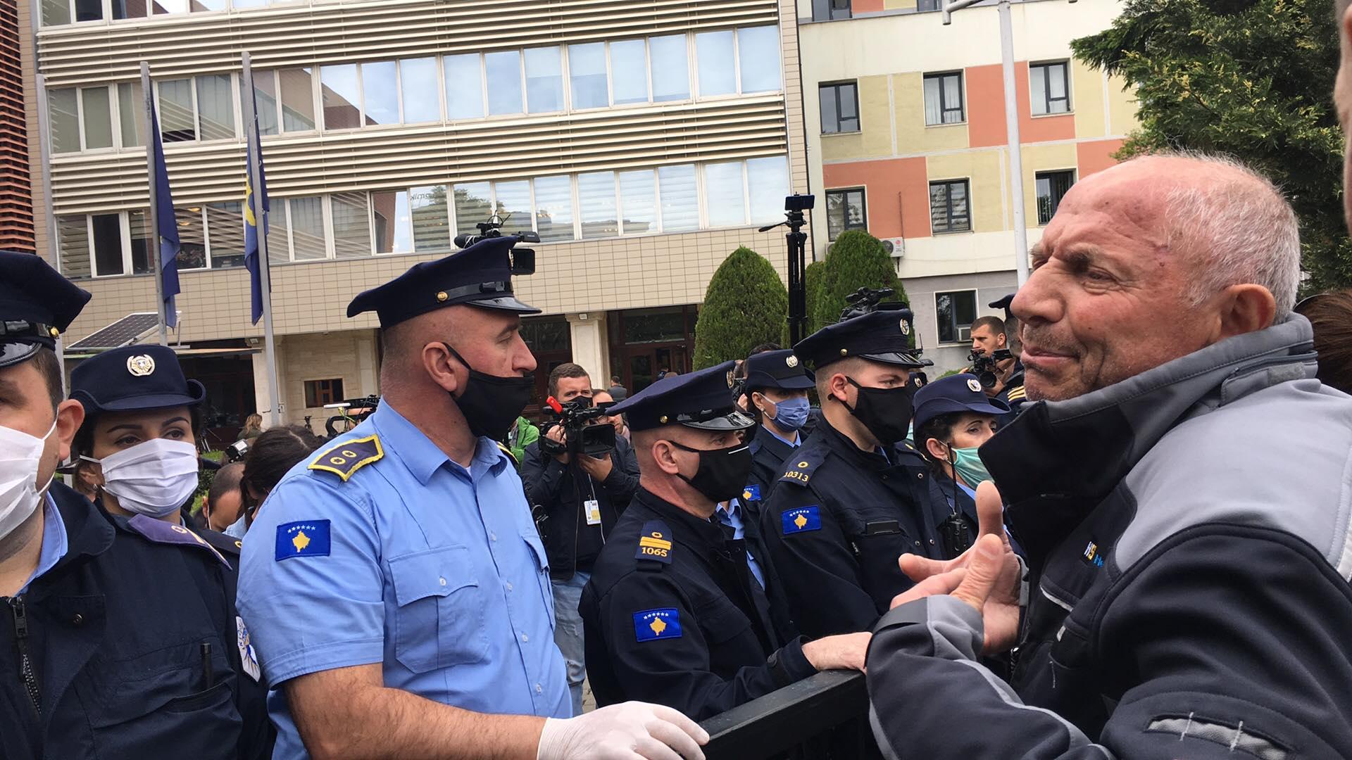 Κοσσυφοπέδιο: Κλοπή της νίκης των πολιτών καταγγέλλει ο επικεφαλής του Κινήματος Vetëvendosje