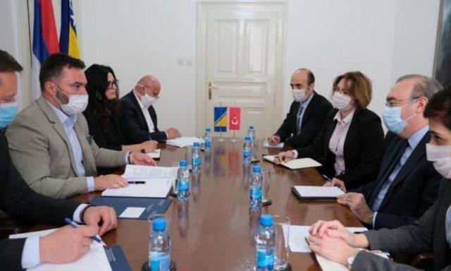 B-E: Αίτημα Košarac στον Τούρκο Πρέσβη για αύξηση πλαφόν στην εξαγωγή κρέατος στην Τουρκία