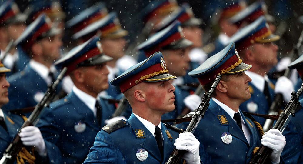 Vucic: «Θα είμαστε περήφανοι όταν τ' αγόρια με την Σερβική σημαία παρελάσουν στη Μόσχα»