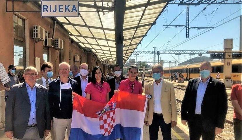 Κροατία: Οι πρώτοι Τσέχοι και Σλοβάκοι τουρίστες έφτασαν με τρένο στη Ριέκα