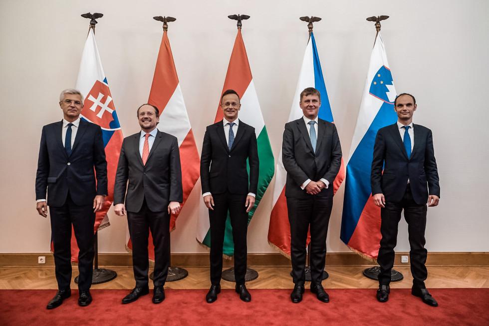 Αυστρία, Τσεχία, Ουγγαρία, Σλοβακία και Σλοβενία συνεχίζουν τις διαβουλεύσεις για το άνοιγμα των συνόρων
