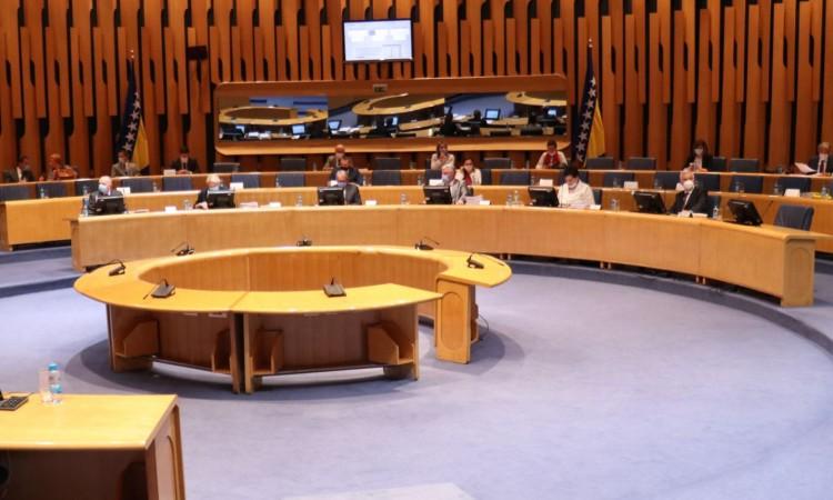 Β-Ε: Άνω και Κάτω Βουλή ψήφισαν τον κρατικό προϋπολογισμό, αλλά σε διαφορετικά κείμενα