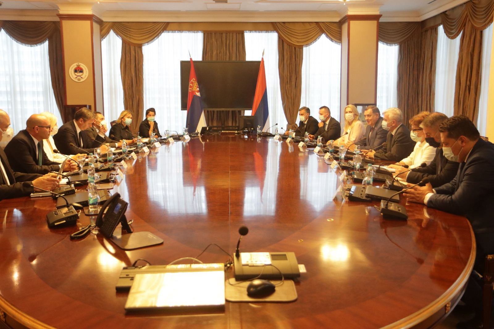 Β-Ε: Αποσχιστικά μηνύματα Dodik με αφορμή την επίσκεψη Vučić στην Μπάνια Λούκα