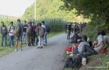 Β-Ε: Το κράτος θα συνεχίσει να αντιμετωπίζει προβλήματα με τους μετανάστες έως ότου κλείσει τα σύνορα με τη Σερβία, δήλωσε ο Ujić