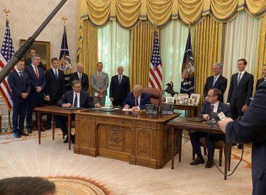 Υπογράφηκε η οικονομική συμφωνία Σερβίας Κοσσυφοπεδίου στην Ουάσιγκτον