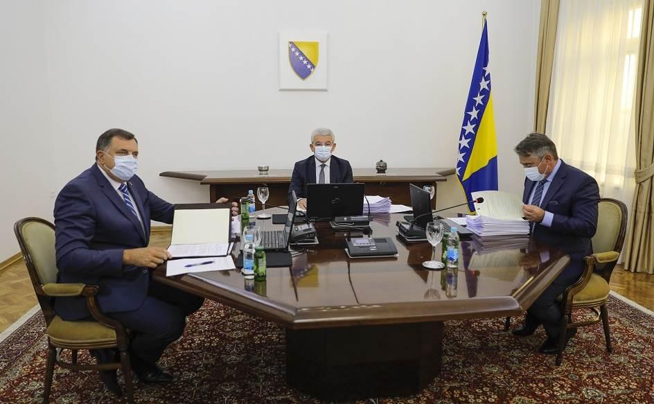 Β-Ε: O Dodik μπλόκαρε την πρόταση για αναγνώριση της ανεξαρτησίας του Κοσσυφοπεδίου