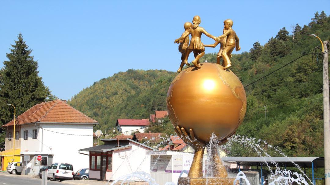 Β-Ε: «Το μνημείο της ειρήνης» στη Σρεμπρένιτσα αντιμέτωπο με εθνικές διαιρέσεις