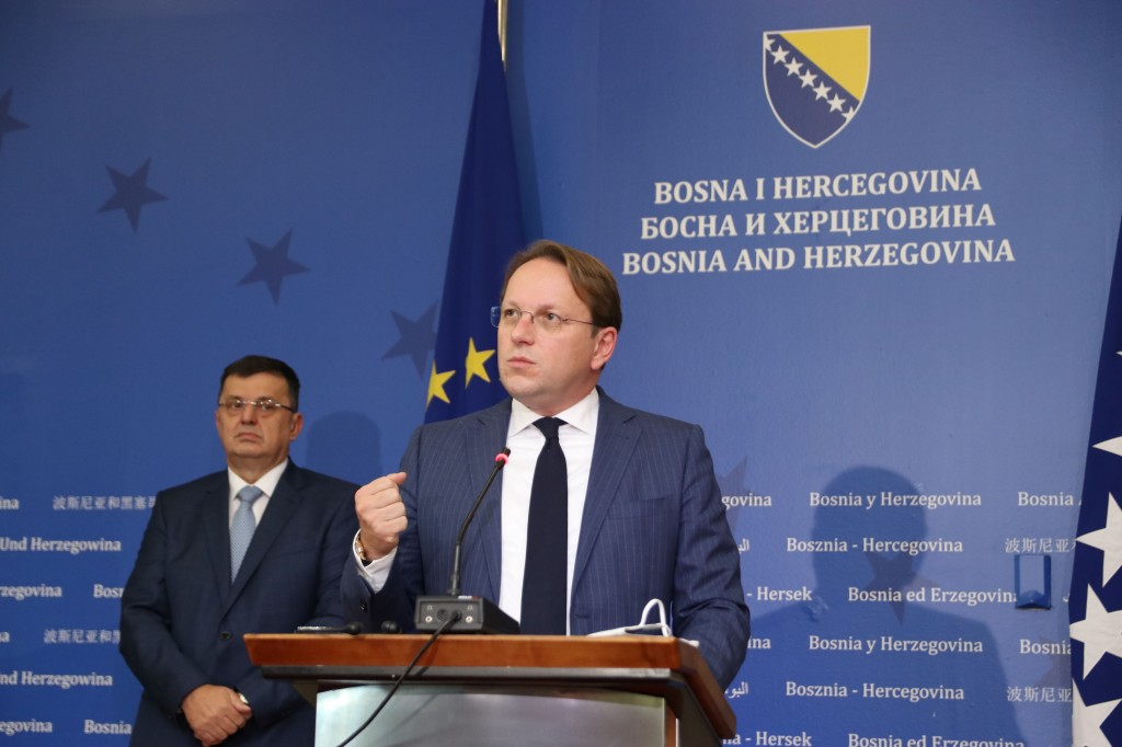 Β-Ε: Στο Σεράγεβο ο Varhelyi, στις Βρυξέλλες τα Μέλη της Προεδρίας
