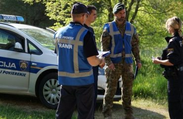 Μαυροβούνιο: «Μπλόκο» της Ακτοφυλακής σε γιοτ με μετανάστες
