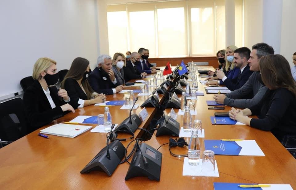 Συνάντηση και συνεργασία Κοινοβουλευτικών ομάδων Αλβανίας-Κοσσυφοπεδίου