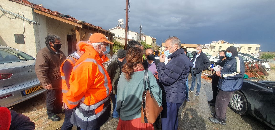 Κύπρος: Τις πληγείσες περιοχές από τον ανεμοστρόβιλο επισκέφθηκε ο Υπουργός Εσωτερικών