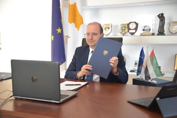 Κύπρος: Υπεγράφη μνημόνιο αμυντικής και στρατιωτικής συνεργασίας με τα ΗΑΕ