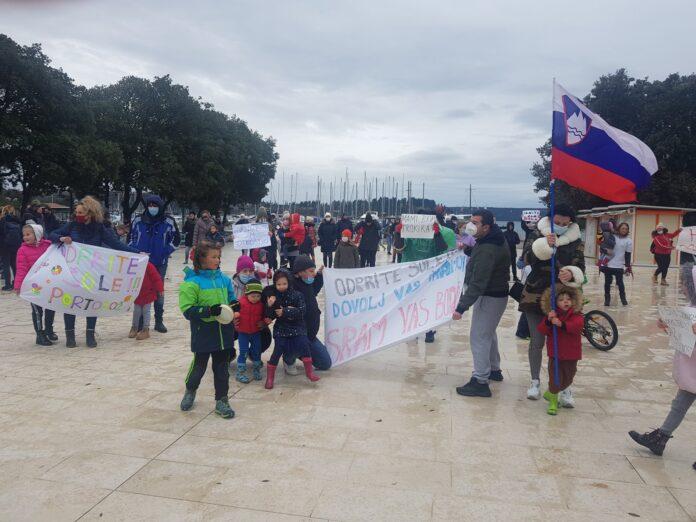 Σλοβενία: Οι γονείς ζητούν το άνοιγμα των σχολείων