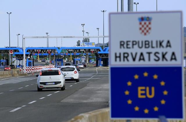 Β-Ε: Απόπειρα Ιταλής δημοσιογράφου να περάσει λαθραία παράνομους μετανάστες στην Κροατία