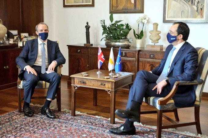 Κύπρος: Αναστασιάδη και Χριστοδουλίδη συνάντησε ο Raab στην Κυπριακή Δημοκρατία
