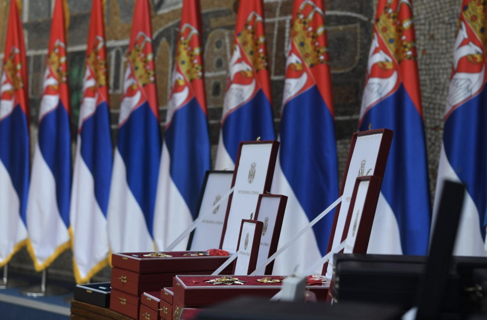 Σερβία: Παυλόπουλο και Χριστοδουλίδη παρασημοφόρησε ο Vučić