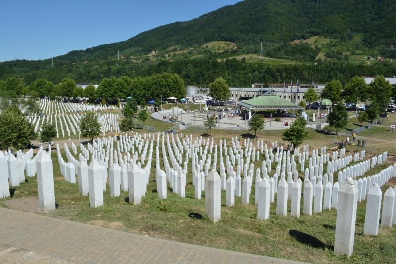 Β-Ε: Σύλλογοι Θυμάτων της Σρεμπρένιτσα ετοιμάζουν μήνυση προς τη Χρυσή Αυγή