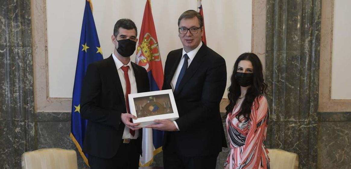 Σερβία: Ο Vučić απένειμε Χρυσά Μετάλλια Αξίας για τον αγώνα κατά του Covid σε υγειονομικούς