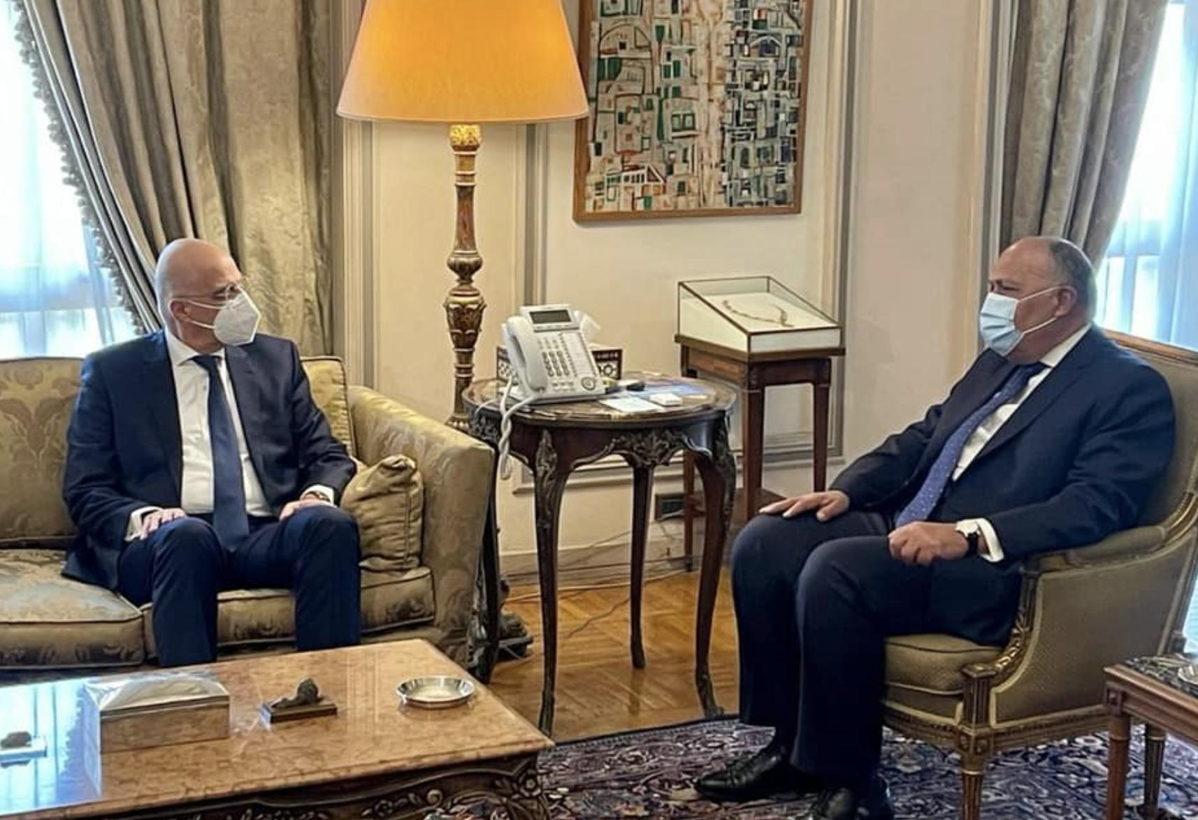 Ελλάδα: Διμερή και περιφερειακά θέματα συζήτησαν Shoukry Δένδιας στο Κάιρο