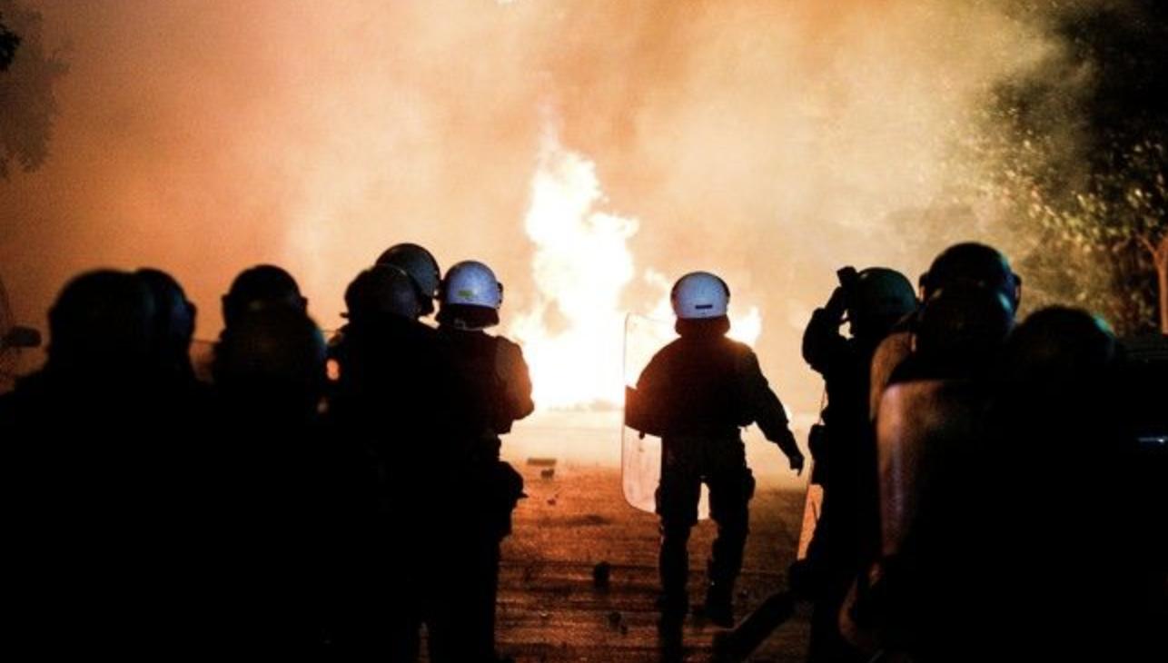 Ελλάδα: Σφοδρά επεισόδια, μετά τη μεγαλειώδη ειρηνική διαδήλωση κατά της αστυνομικής βίας
