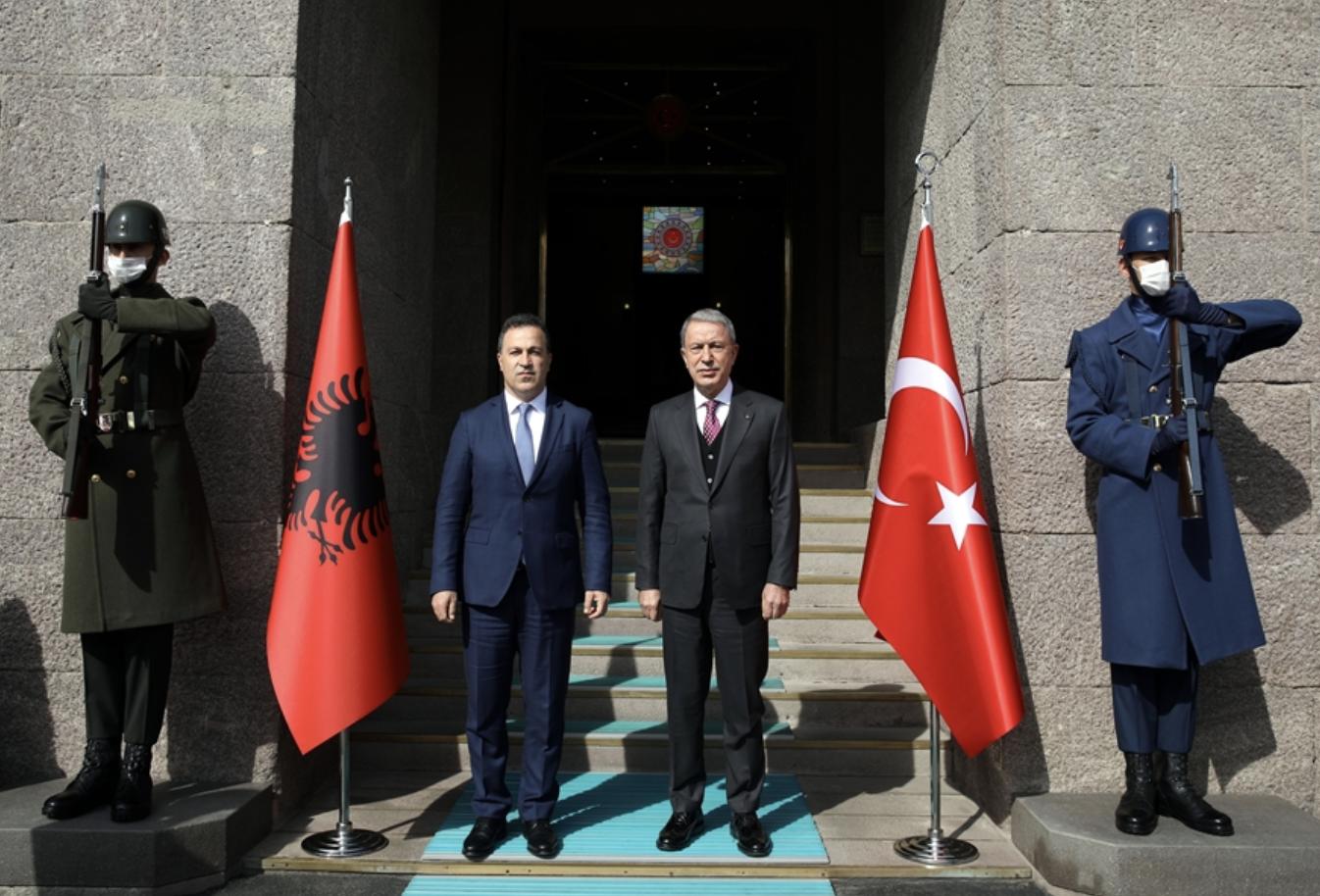 Την ενίσχυση της αμυντικής συνεργασίας Αλβανίας-Τουρκίας, συζήτησαν Peleshi-Akar
